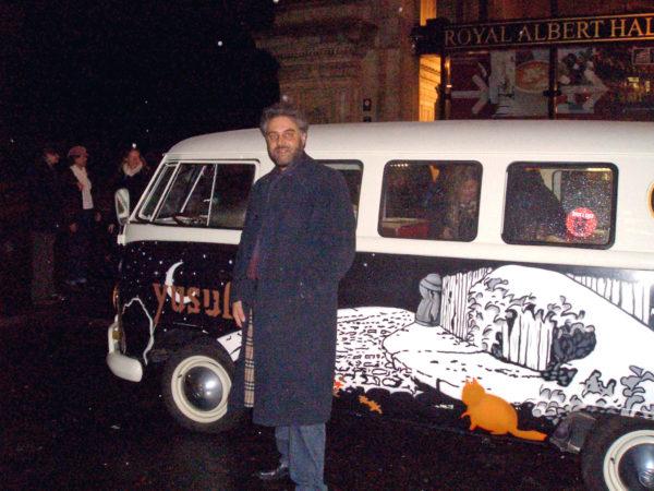 Vor der Royal Albert Hall mit dem VW Bus von Stevens/Yusuf 2009